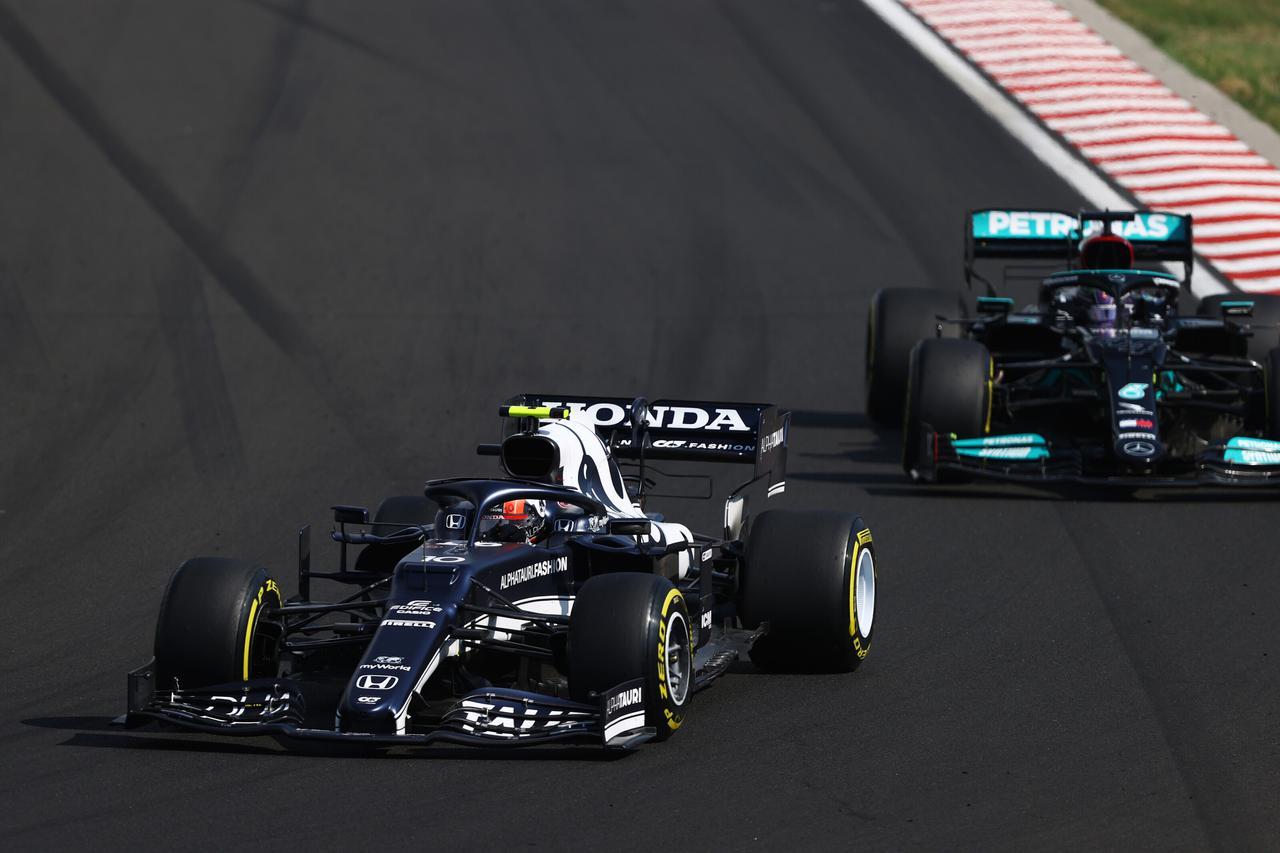 画像: レース序盤にはハミルトンとバトル。終盤にソフトタイヤに交換してファステストラップも記録したガスリー。