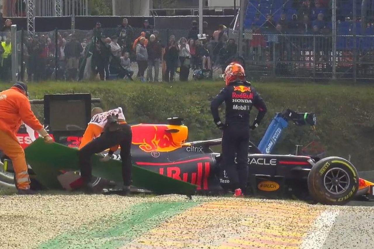 画像: フリー走行2回目終了間際には、フェルスタッペンがスピンして後部からクラッシュ。マシンの右後部にダメージを負った。