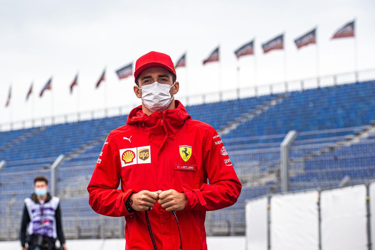画像: オランダGP初日、トップタイムをマークしたシャルル・ルクレール(フェラーリ)。2番手にもチームメイトのカルロス・サインツが続いた。