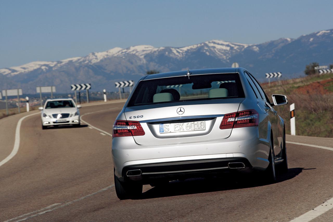 画像: 今回の試乗はスペインの首都、マドリッドを中心にしたステージ。ハンドルを軽く支えているだけで、まっすぐに進む直進安定性はメルセデス・ベンツそのもので、ドライバーは路面の凹凸を意識することなくラフに乗りこなせる。