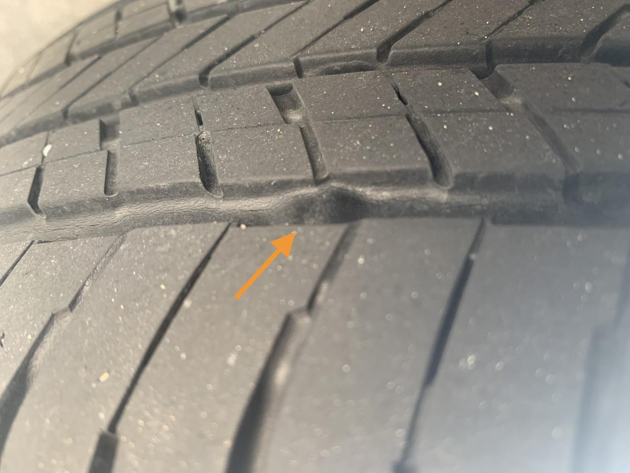 画像: タイヤのチェックポイントはいくつかあるが、摩耗という点で気にして置きたいのがスリップサイン。トレッドパターンは排水性を担保する部分なので、とくに注意したい。