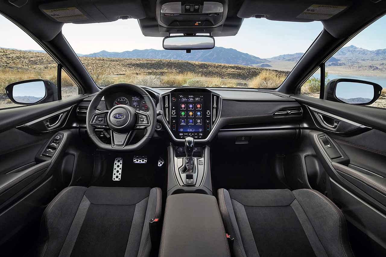画像: 大型のセンターインフォメーションディスプレイが目をひくインテリア。写真はSPT車。