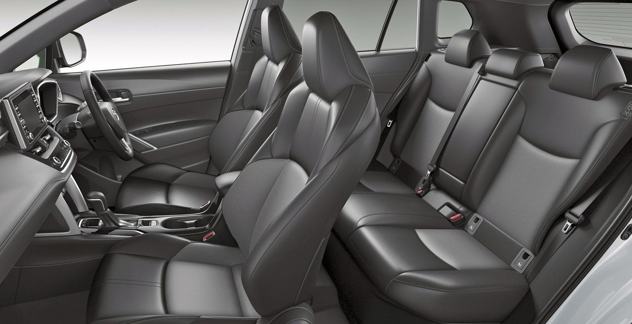 画像: アイポイントが高く、前後席とも見晴らしは良い。フロントシートはスポーツタイプ。