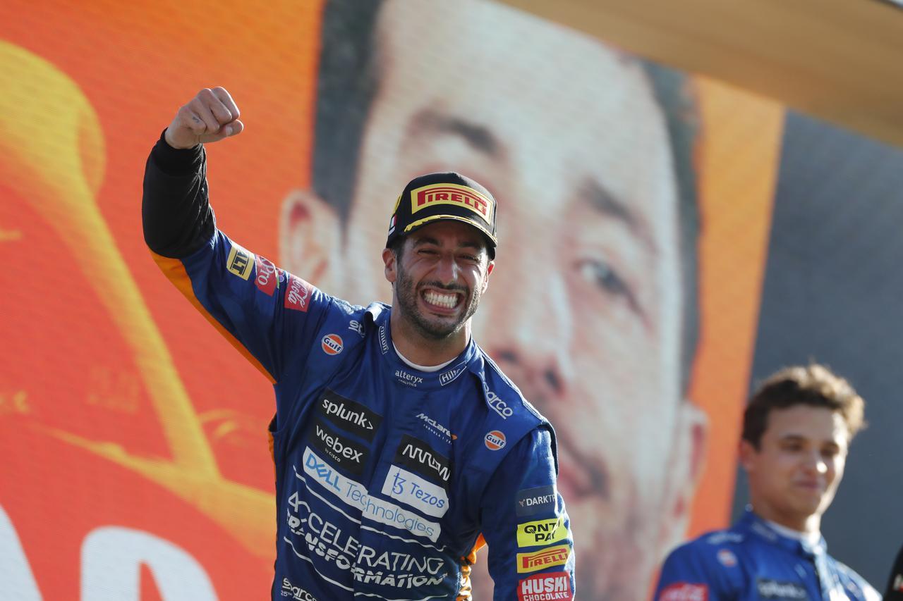 画像: 久しぶりの優勝に笑顔を弾けさせたダニエル・リカルド(マクラーレン・メルセデス)。2018年モナコGP以来の優勝で、最終ラップにはファステストラップも記録し26点を獲得した。