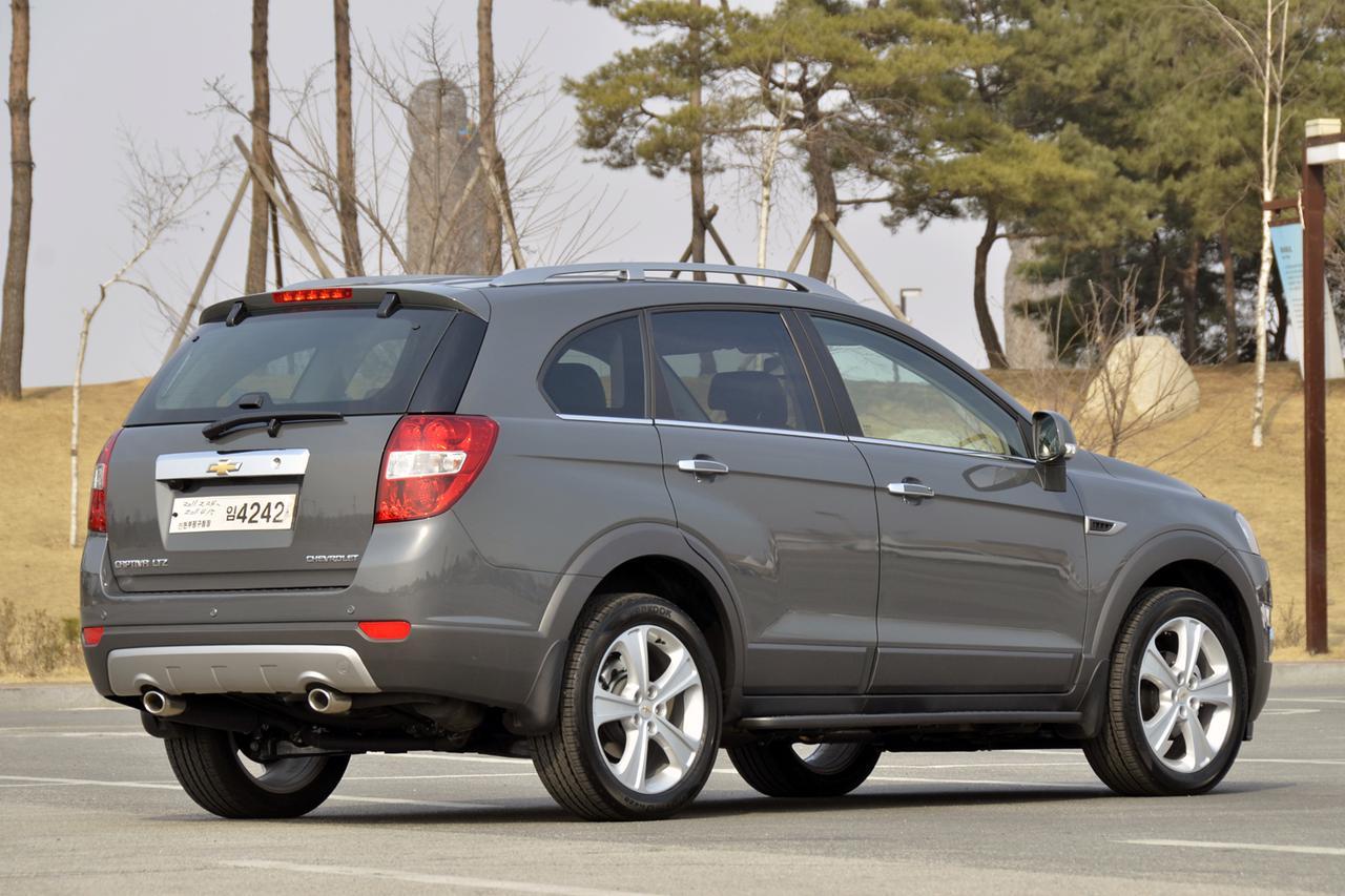 画像: サイズ的にはランドクルーザー プラドあたりと近いが、最近のSUVらしく車高は少しおさえられている。