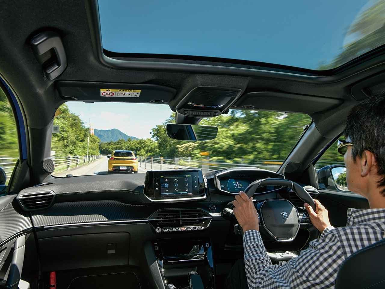画像: e-208GT。高速道路では広い視界のおかげで常にリラックスした気分が楽しめた。