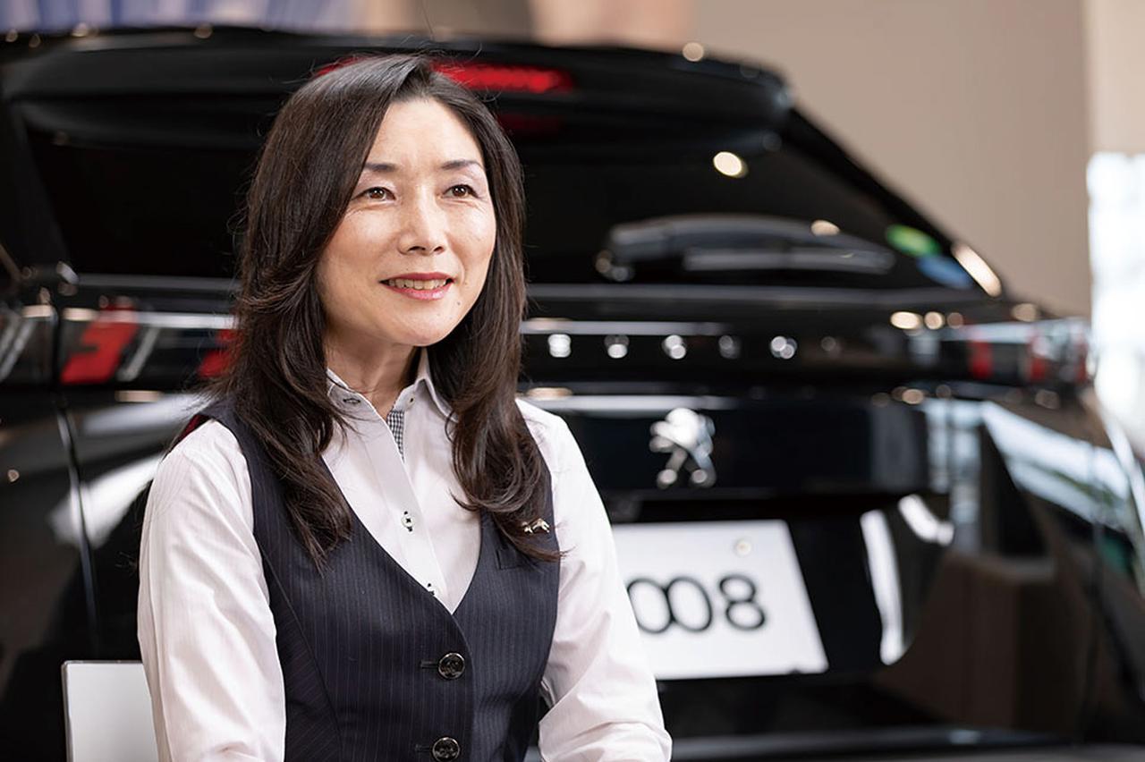 画像: PEUGEOT福山 山本真子店長。お客様への接し方はやわらかく、店長の女性ならではの気遣いが見られた。