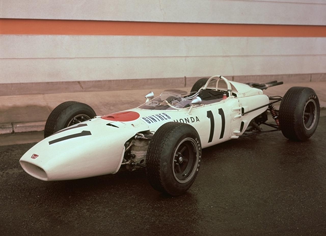 画像: 1965年メキシコGPでリッチー・ギンサーのドライブで優勝した「ホンダRA272」。