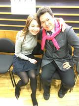 画像: ピンクのセーターを肩に巻いちゃって、 石田純一さんもびっくりな雰囲気を醸し出しています、 松本マネージャー。 ※普段はこんなセーターの巻き方していません※ ※そしてセーターはケイちゃんのもの※