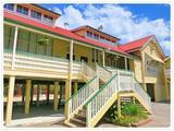 画像: 私が通っていた小学校。 (QLD GovernmentのHPより拝借) シルバニアファミリーのお家みたいでしょ?