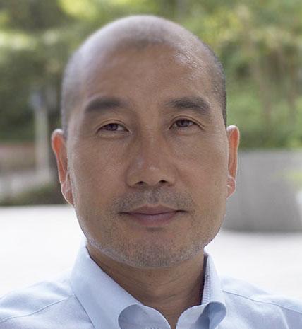 画像: 井上 英昭 福岡市出身。明治大学法学部卒業。1984年米国コンピュータメーカーの日本法人(日本DEC)に入社、1995年に日本オラクル入社。営業部長としてアライアンス事業やERP・サプライチェーンマネジメントの事業推進を担当。2000年に携帯電話を活用したモバイルマーケティングSaaS(ASP)の必要性を感じ、ビートレンド株式会社を創業し、代表取締役就任。現在は、スマートCRMを提唱し、顧客管理サービス「betrend」をBtoC企業に幅広く提供している。著書に「モバイルコマース&プロモーション(宣伝会議)」。趣味は剣道、スキンダイビング、作詞、絵画など。