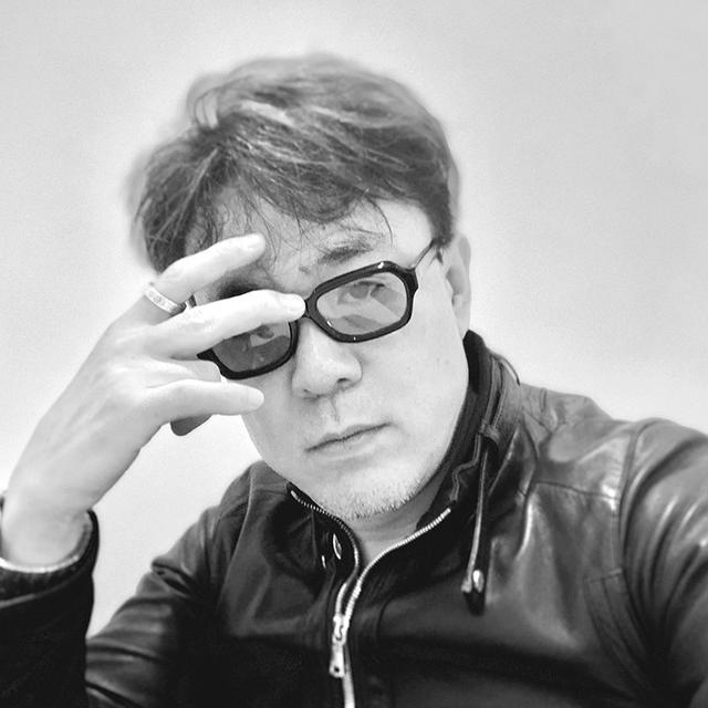 画像: 小川 浩 2012年7月株式会社リボルバーを設立。 インターネットビジネスのビジョナリーとして著書多数。著名起業家・経営者のポートレート写真の撮影や、Webメディアの企画立案なども数多く手がける。