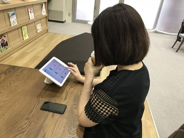 画像: 求人情報はiPadでチェック、その場で気軽に相談