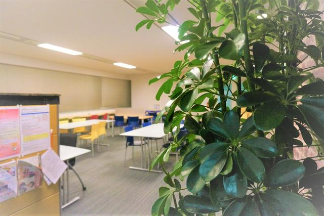 画像: 休憩時間やランチタイムにほっと一息できる場所「リフレッシュルーム」