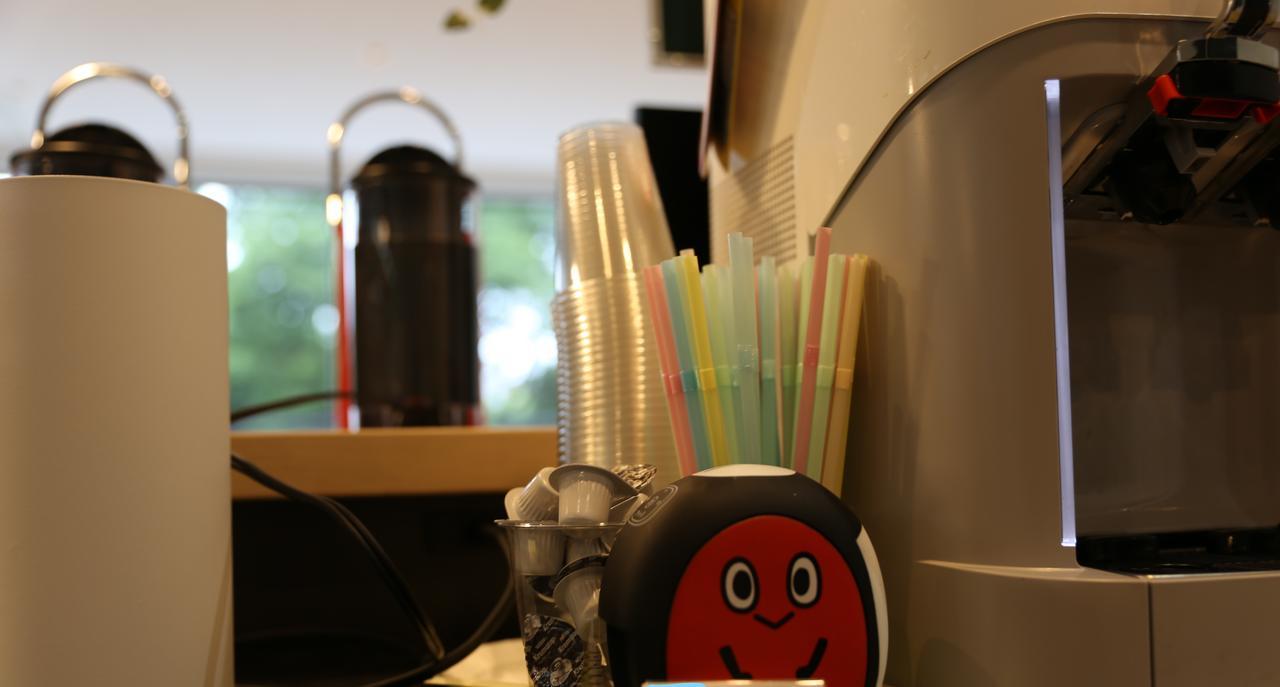 画像1: アイスコーヒーが40円で飲めるカフェテリア