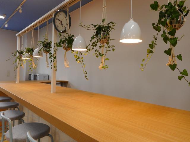 画像1: カフェカウンターのある休憩室!壁はプロジェクター付き!!