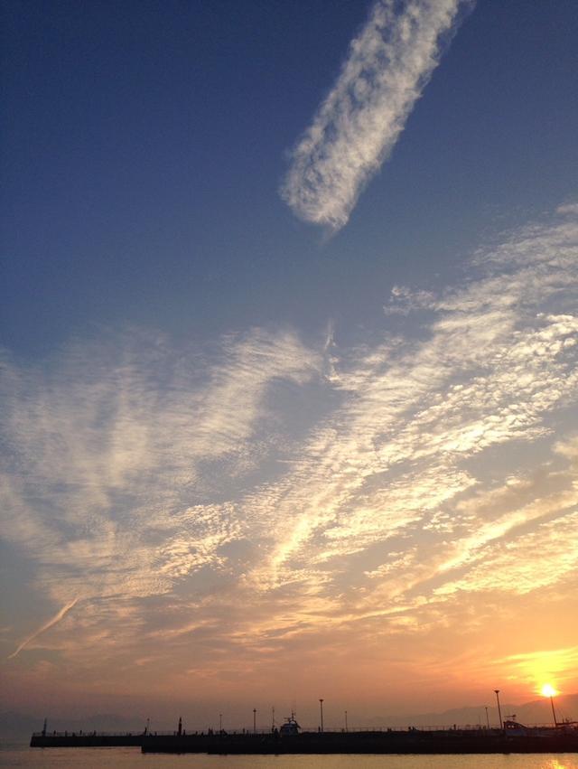 画像: 夕焼けがきれいな江の島の海!