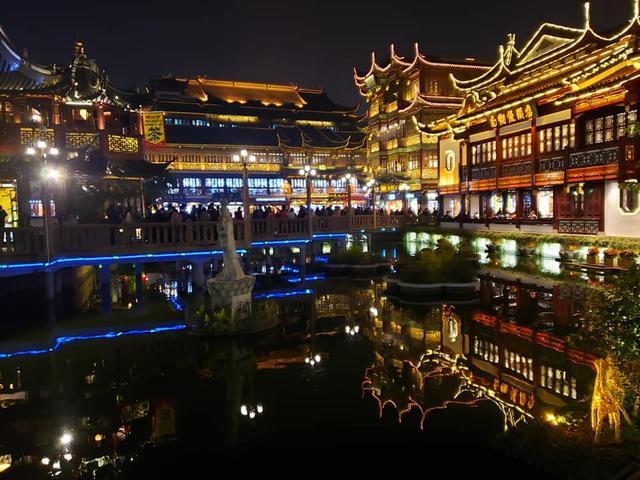 画像2: 夜の豫園(ヨエン・Yuyuan Garden)