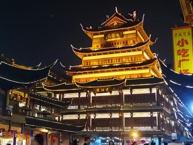 画像1: 夜の豫園(ヨエン・Yuyuan Garden)