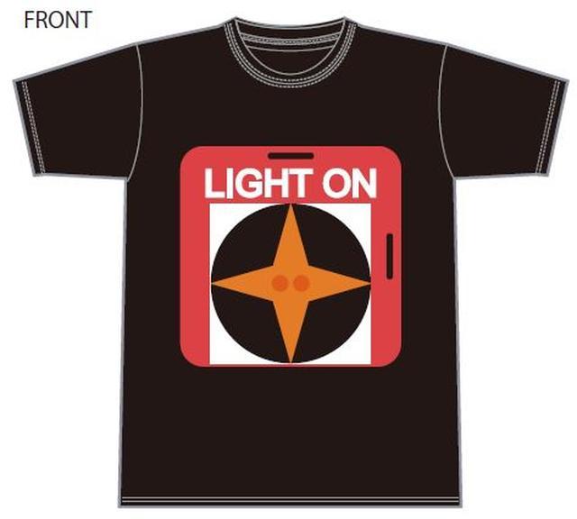 画像: ¥3,000. 夜間走行を行う鈴鹿8耐で使われる「ライトオンボード」のイラストがプリントされています。 中心には反射素材を使い、実際のライトオンボードをイメージしています。 ●料金:3,000円(税込) ●サイズ:S、M、L、XL ●カラー:黒