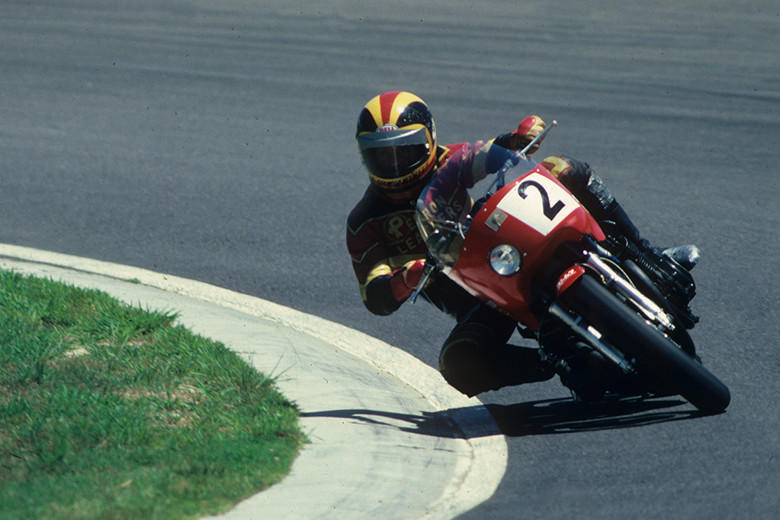 画像: ヨシムラチューンにより第1回鈴鹿8耐の優勝マシンとなった。1977年に市販されたスズキGS750の1,000cc版として1978年に発売。当時の鈴鹿8耐に出場していたヤマハTZやカワサキKRなど純レースマシンを打ち破っての優勝だった。 www.suzukacircuit.jp