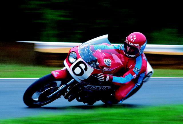 画像: トニー・ハットン(写真)/マイク・コール組のホンダCB900F。197周、平均時速147.73km/hを記録し、ホンダ勢の大勝利を飾りました。 オートバイ/モーターマガジン社