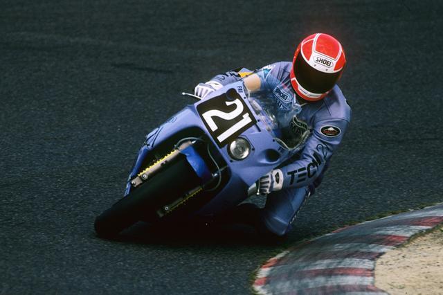 画像: 1985年にケニー・ロバーツと平忠彦のペアで鈴鹿8耐に本格復帰したヤマハ。世界ロードレースGPで怪我をした平が急きょ監督にまわり、マーチン・ウイマーとケビン・マギーのライディングにより、3年目にして鈴鹿8耐初優勝を飾る。 www.suzukacircuit.jp