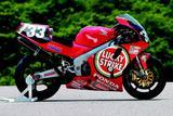 画像: 1994〜1999年の間、RVF/RC45は6大会中5勝という、鈴鹿8耐における驚異的な勝率を記録しました。 オートバイ/モーターマガジン社。