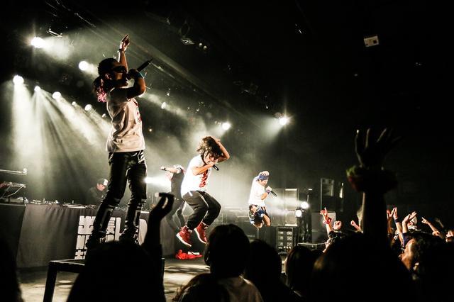 画像: 1stフルアルバム『Do You Know?』がオリコンチャート初登場より2週連続1位、80万枚を超える大ヒット、2004年NHK紅白歌合戦出場。メンバー個々の活動も幅広く、様々な事業活動にも力を入れており、愛知県より『あいち音楽大使』を委嘱。地元中日ドラゴンズ/チアドラゴンズのオフィシャルテーマソングを担当。 www.sigma-sounds-studio.jp