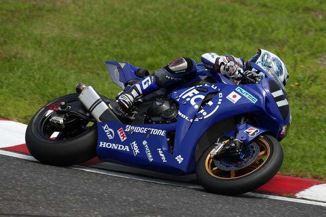 """画像: 2011年(第34回大会)FIM世界耐久選手権シリーズ第3戦 """"コカ·コーラ ゼロ""""鈴鹿8時間耐久ロードレースで優勝したホンダCBR1000RRW。TSR Hondaは秋吉耕佑、伊藤真一、清成龍一のスプリンターを集めて2006年以来の優勝を遂げる。清成にとってはワイン・ガードナーに並ぶ4勝目となった。 www.suzukacircuit.jp"""