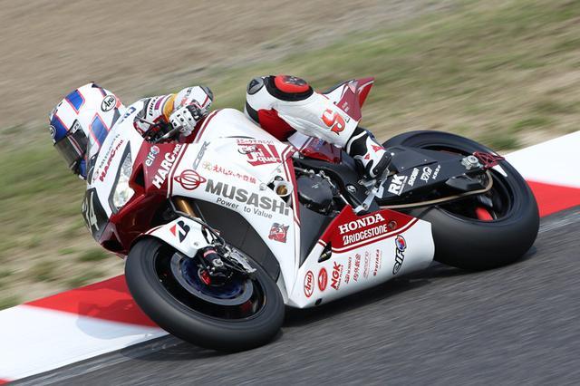 """画像: 2014年(第37回大会)FIM 世界耐久選手権シリーズ第2戦 """"コカ·コーラ ゼロ""""鈴鹿8時間耐久ロードレースで2連覇を達成したMuSASHi RT HARC-PROのCBR1000RRW。メンバーは前回優勝と同じ、高橋巧、レオン・ハスラム、マイケル・ファン・デル・マークの3名。 www.suzukacircuit.jp"""