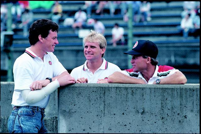 画像: 1987年に続き、K.マギー(左)は8耐2連覇を達成。W.レイニー(中)とのコンビネーションもバッチリでした。右はチーム監督の、キングことK.ロバーツです。 オートバイ/モーターマガジン社