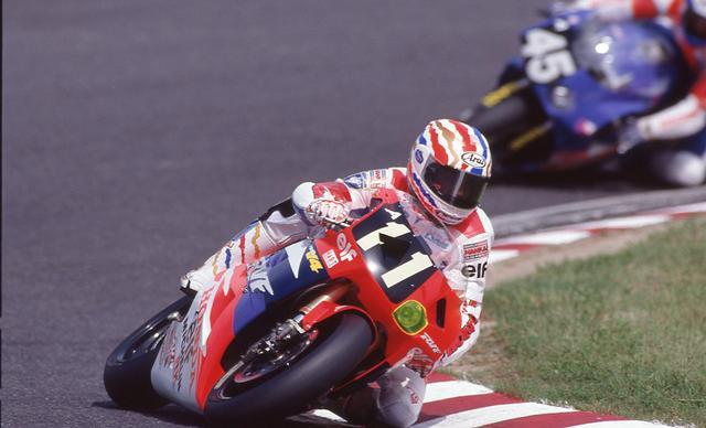 画像: ドゥーハン最後の8耐となった1993年大会、ホンダRVF750に乗るドゥーハン。 www.suzukacircuit.jp