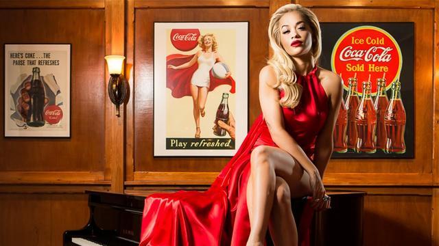 画像: Rita Ora opens the Coca-Cola Contour Bottle bar youtu.be
