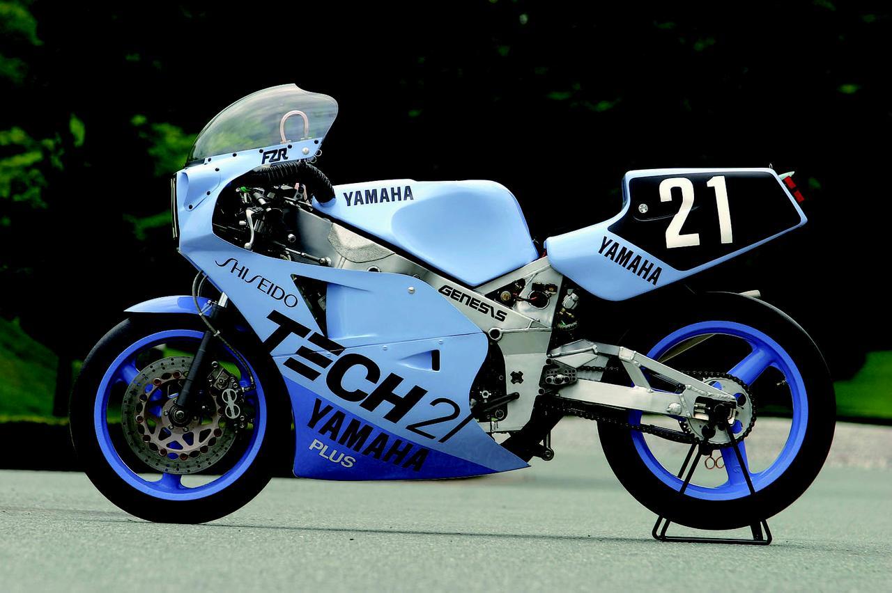 画像: 1984年の鈴鹿8耐後に発表された量産公道車、FZ750をベースに開発されたのが、ワークスマシンのFZR750でした。1985年の全日本ロードレース選手権に投入された、ヤマハ初のTT-F1ロードレーサーでした。 オートバイ/モーターマガジン社