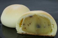 画像: 黄身あん・こしあんの2種類。 刻み栗が入った上品な焼き菓子。160円 oharagi.com