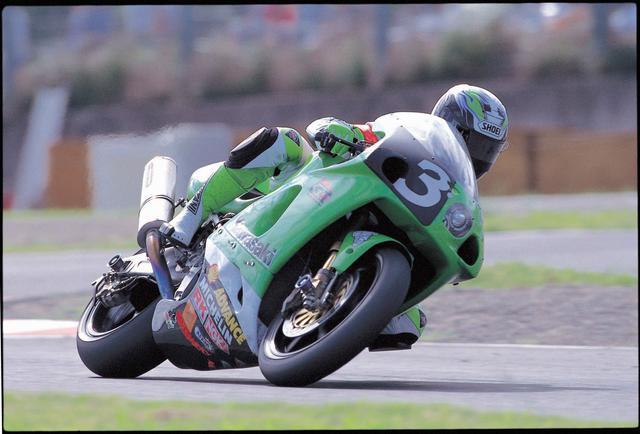画像: 惜しくも表彰台には届かなかった、1998年大会4位の武石/芹沢組のカワサキZXR-7RR。 ©オートバイ/モーターマガジン社