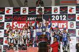 画像: 2012年、表彰台のてっぺんに立つF.C.C. TSRの面々。左から秋吉耕佑、ジョナサン・レイ、そして岡田忠之。 www.honda.co.jp