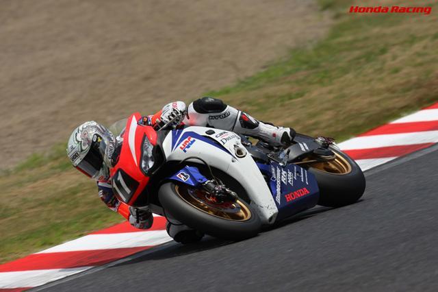 画像: 2008年、ホンダCBR1000RRWを駆る清成。終盤、フロントブレーキのトラブルに見舞われますが、エンジンブレーキとリアブレーキを巧みに使いこれに堪え、見事優勝します。 www.honda.co.jp