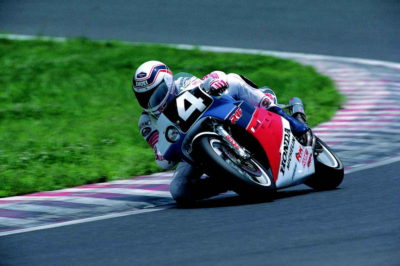 画像: 2位に2周差をつける197周で独走優勝したガードナー。マシンはホンダRVF750です。 オートバイ/モーターマガジン社