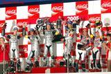 画像: 2005年、表彰台の中央に立つ宇川/清成組。 www.honda.co.jp