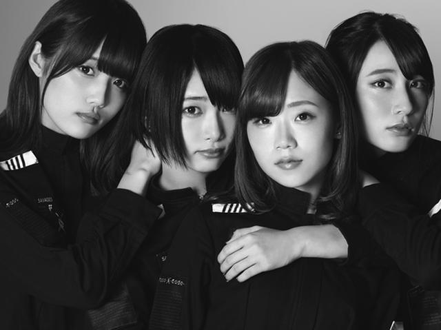 画像: 2014年結成。南菜生、高島楓、今田夢菜、大上陽奈子の4人からなるアイドルグループ。 ラウドロックを中心に変幻自在の楽曲群を擁し、メンバーのシャウト・スクリームが異彩を放つPassCode (パスコード)。 2015年4月東 京・新宿BLAZEでワンマンライブ「TRIAL of NEXTAGE」を開催。同年8月にはSUMME SONIC2015(幕張メッセ)、TOKYO IDOL FESTIVAL2015(お台場)、 @JAM EXPO2015(横浜アリーナ)など、夏の大型フェスに新人としては異例の出演を果たし、本格志向のロックファンからアイドルファンまで幅広い支持を獲得する。 2016年10月26日、メジャーデビューシングル「MISS UNLIMITED」を発売。iTunes総合6位、ロックアルバムチャートでは 2位を記録。海外でも話題となりタイのiTunes総合チャート13位、ロックチャート1位、フランスやドイツのiTunesでもチャートインを果たした。 passcode-official.com