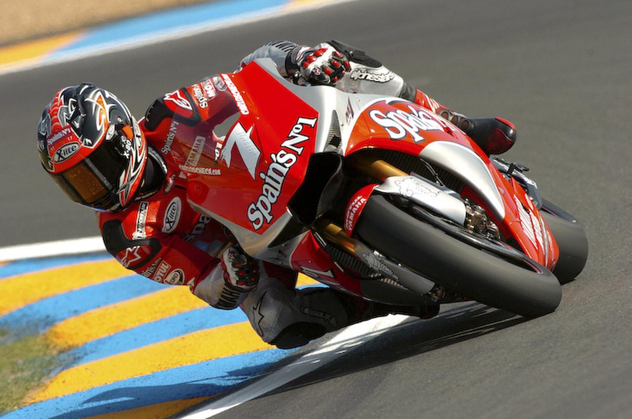 画像: 2004年、フランスGPでヤマハYZR-M1(0WP3)を駆るC.チェカ。シーズンベストとなる2位表彰台を獲得しました。 global.yamaha-motor.com