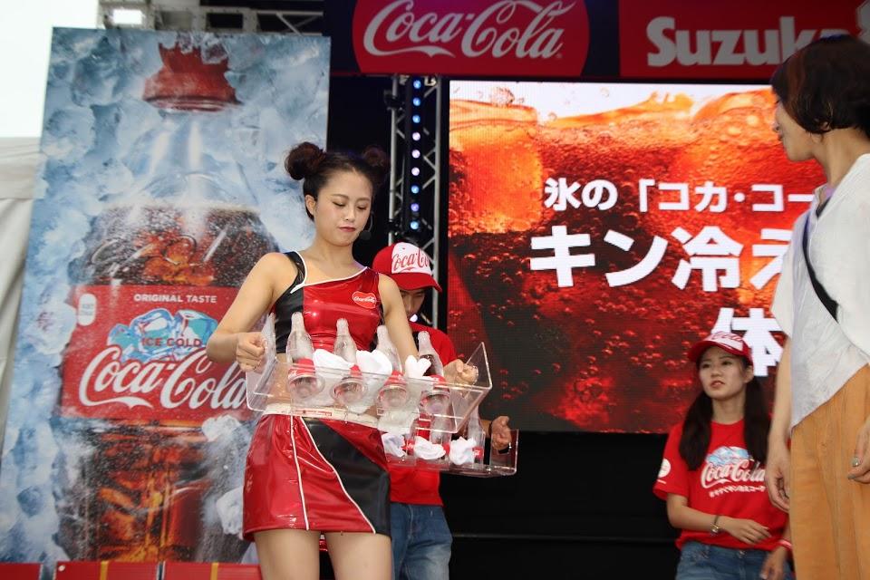 画像: グランドスタンド裏のGPスクエアなどでのスペースでは様々なイベントブースが展開されますが、もちろんコカ・コーラのブースもあります! ©︎モビリティランド/鈴鹿サーキット