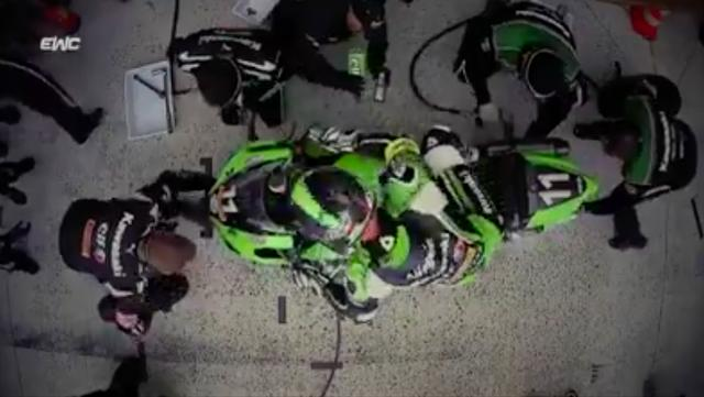 画像: ピットクルーたちの闘いぶりも、耐久レースの見どころですね! www.facebook.com