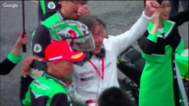 画像: 今回のオートポリスは2&4方式のイベントだったので、会場に居合わせた日本一速い男、でおなじみの星野一義もカワサキの勝利を祝福しました・・・。なんで星野氏が? と思われる若いファンも多いかもしれませんが、氏は2輪時代カワサキのモトクロス契約ライダーとして活躍したキャリアを持つ、カワサキOBのひとりなのです! www.youtube.com