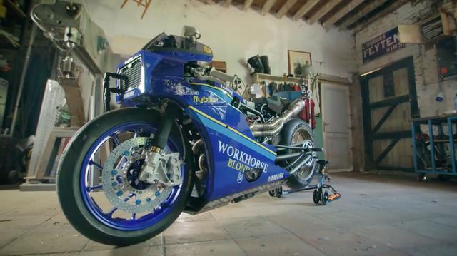 画像: 一見して、このドラッグマシンのベースがヤマハXSR700とわかる人は少ないでしょうね・・・。 www.youtube.com