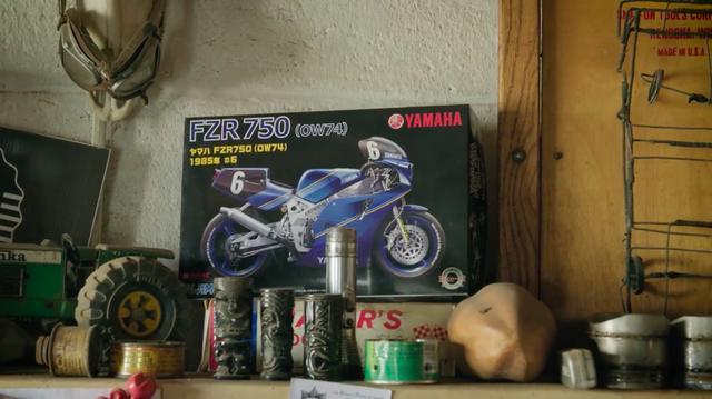 画像: ワークショップには、フジミの模型が・・・。 www.youtube.com