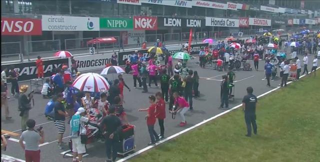 画像: 全日本JSB1000クラスとは違い、プライベーターたちだけで競われる地方戦ですが、トライアウトFINALとなった今回のレースは普段よりも「熱」を帯びたレースとなりました。 youtu.be
