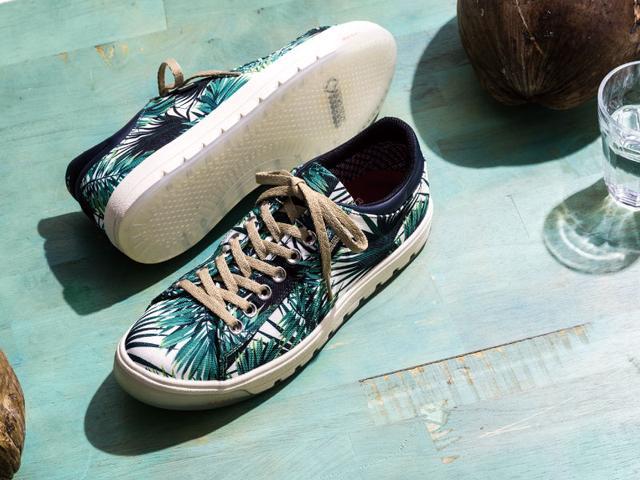 画像: サイズ:23.5-27.0cm 色展開:グリーンパターン、ホワイト×レッド、ブラック、ホワイト 価格:¥17,280(include tax) www.regalshoes.j
